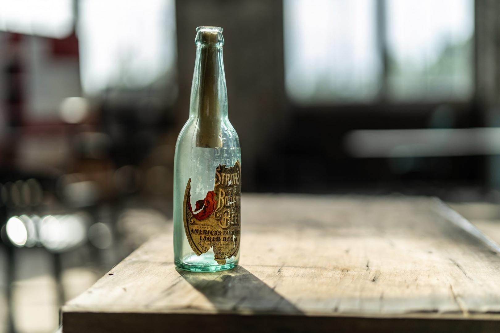 Ford-medewerkers vinden flessenpost uit 1913