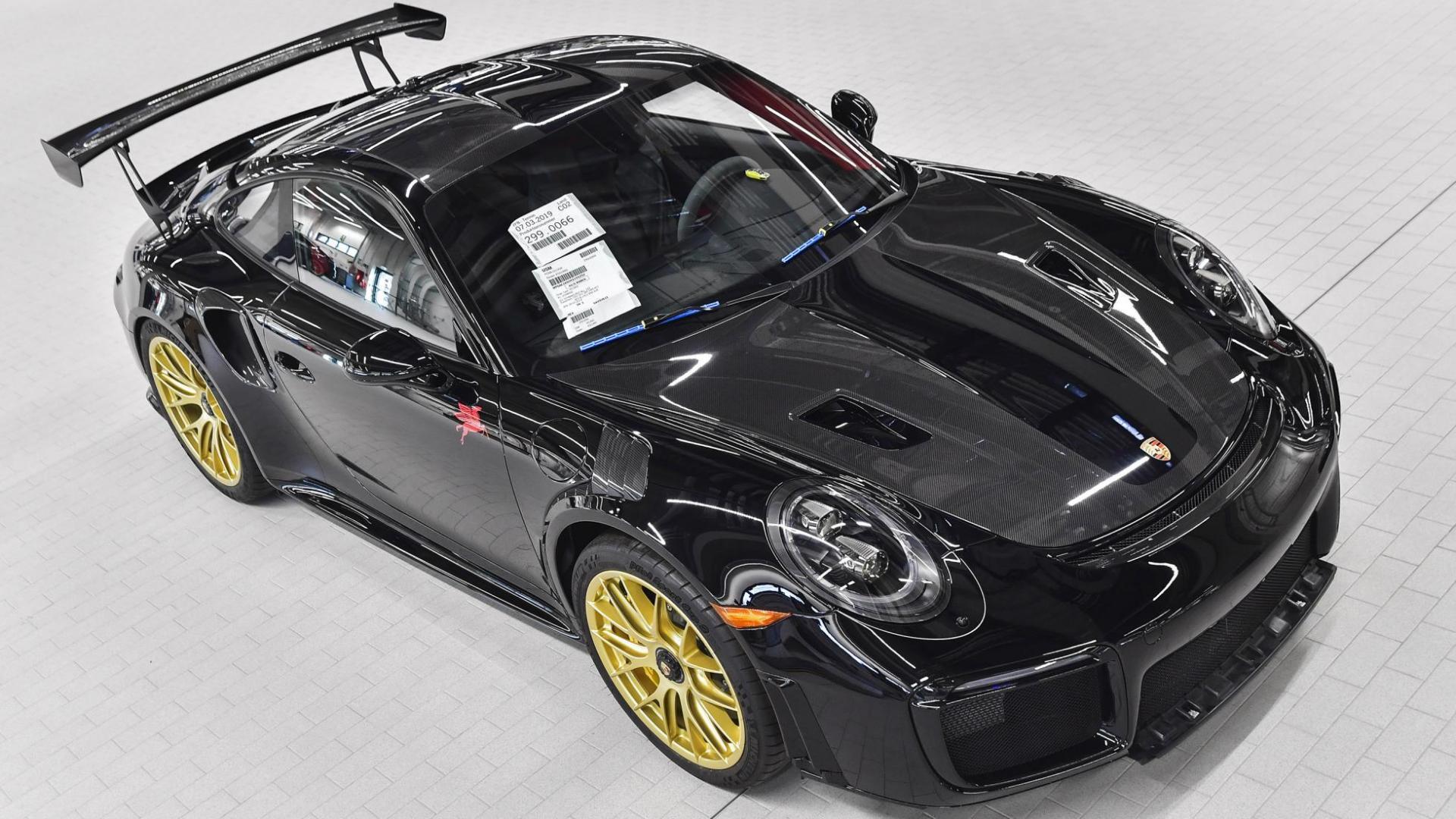 Porsche 911 GT2 RS Zwart