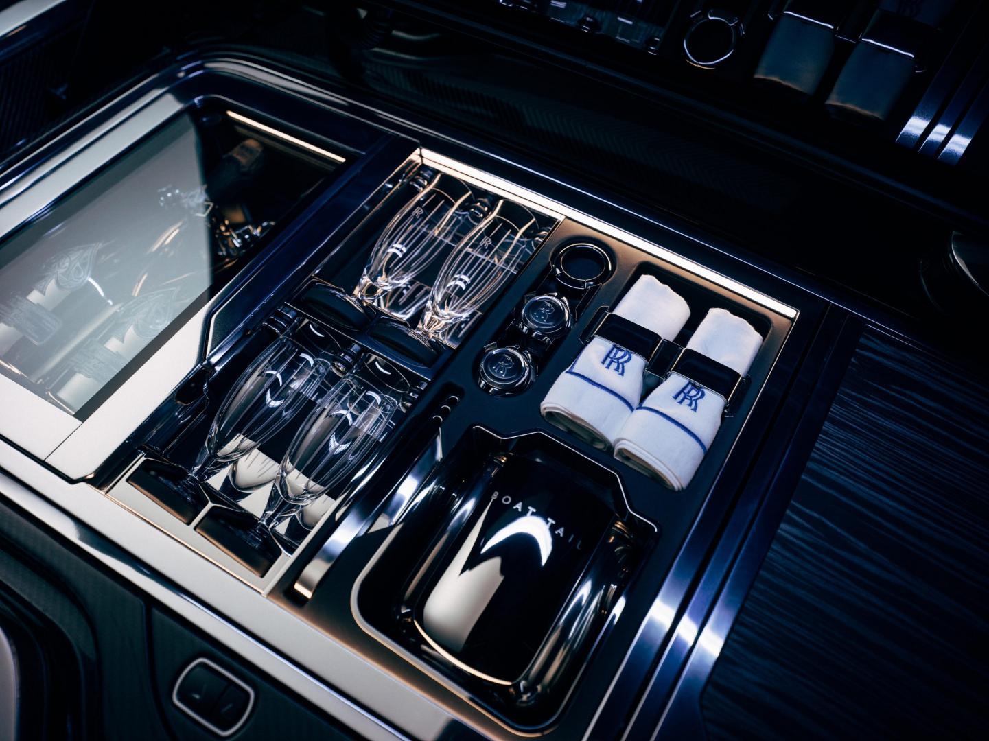 Champagnekoelers in de Rolls-Royce Boat Tail