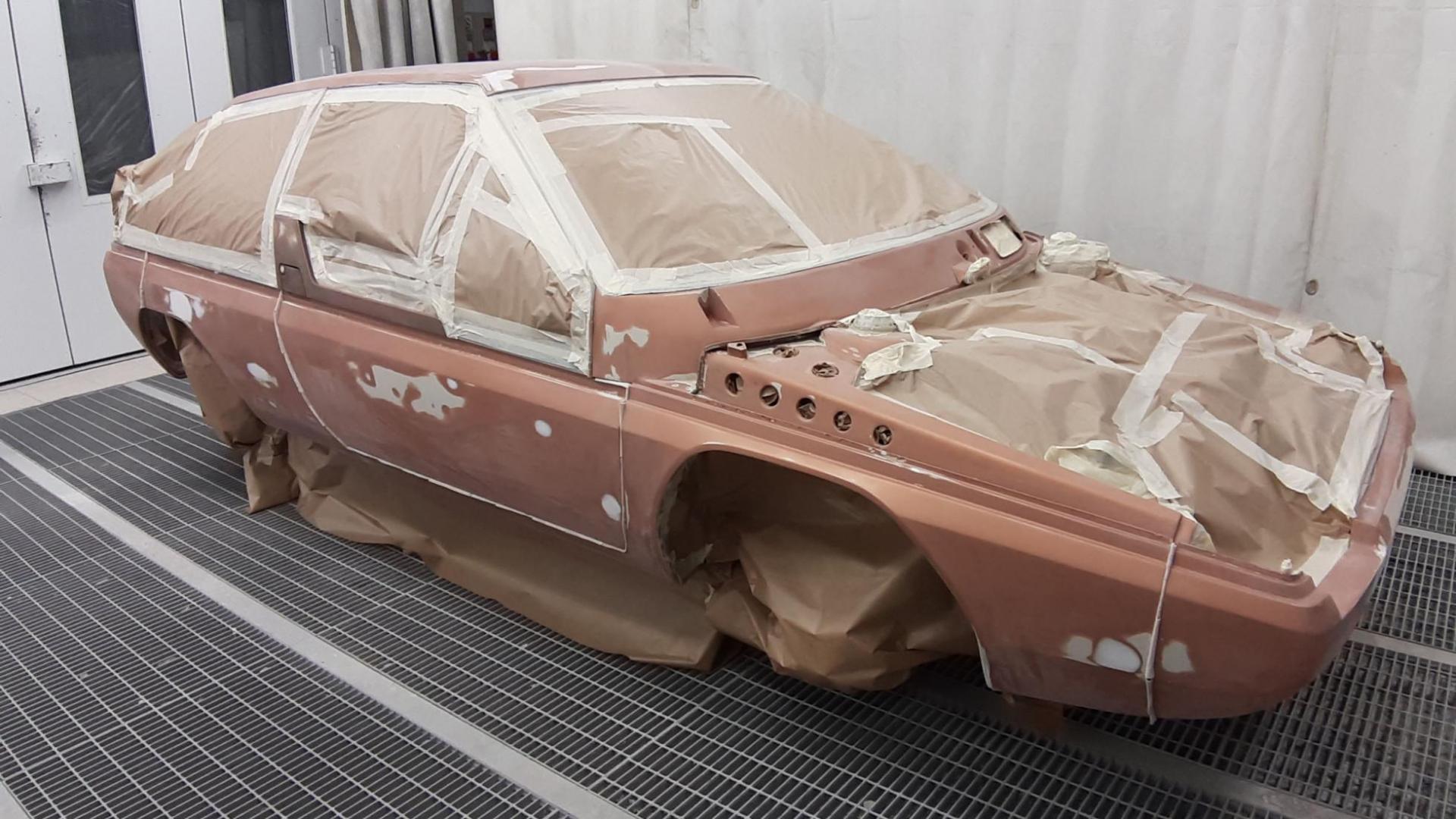Spuiten van de Mazda MX-81 Aria