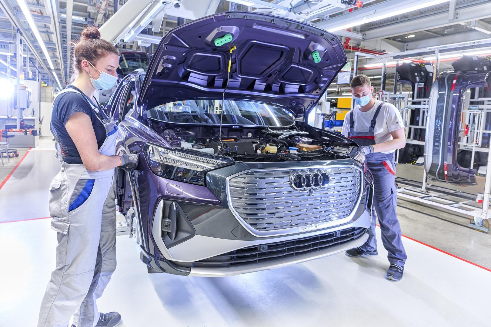 Audi Q4 e-tron in d fabriek