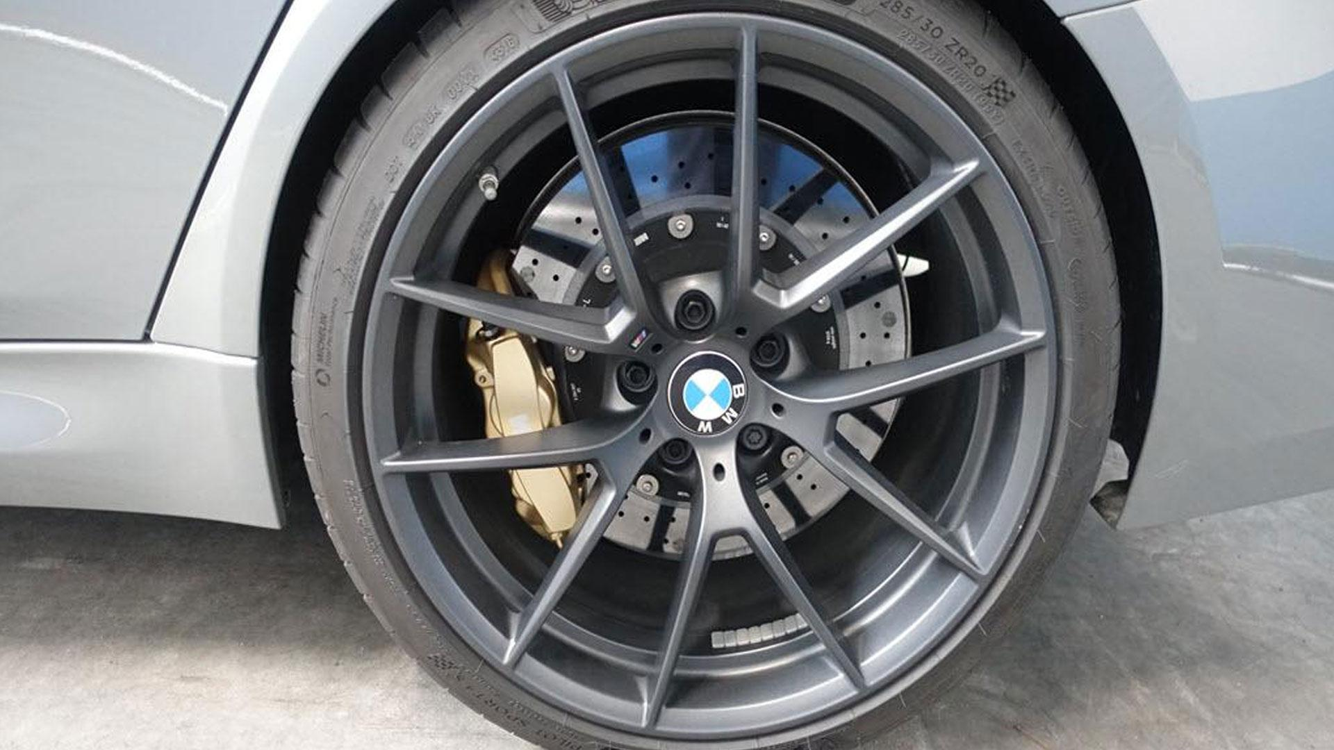 BMW M3 CS Grijs bij Domeinen velgen