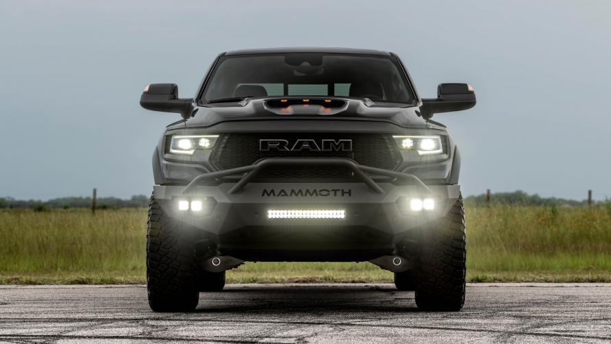 voorkant Hennessey Mammoth 1000 TRX