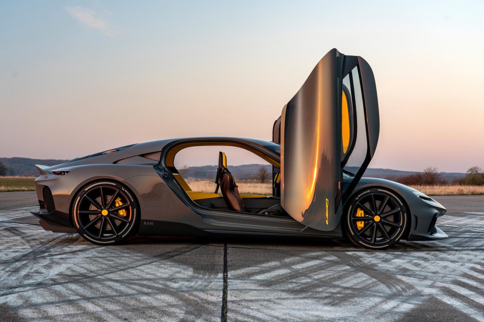 Koenigsegg Gemera met deuren open