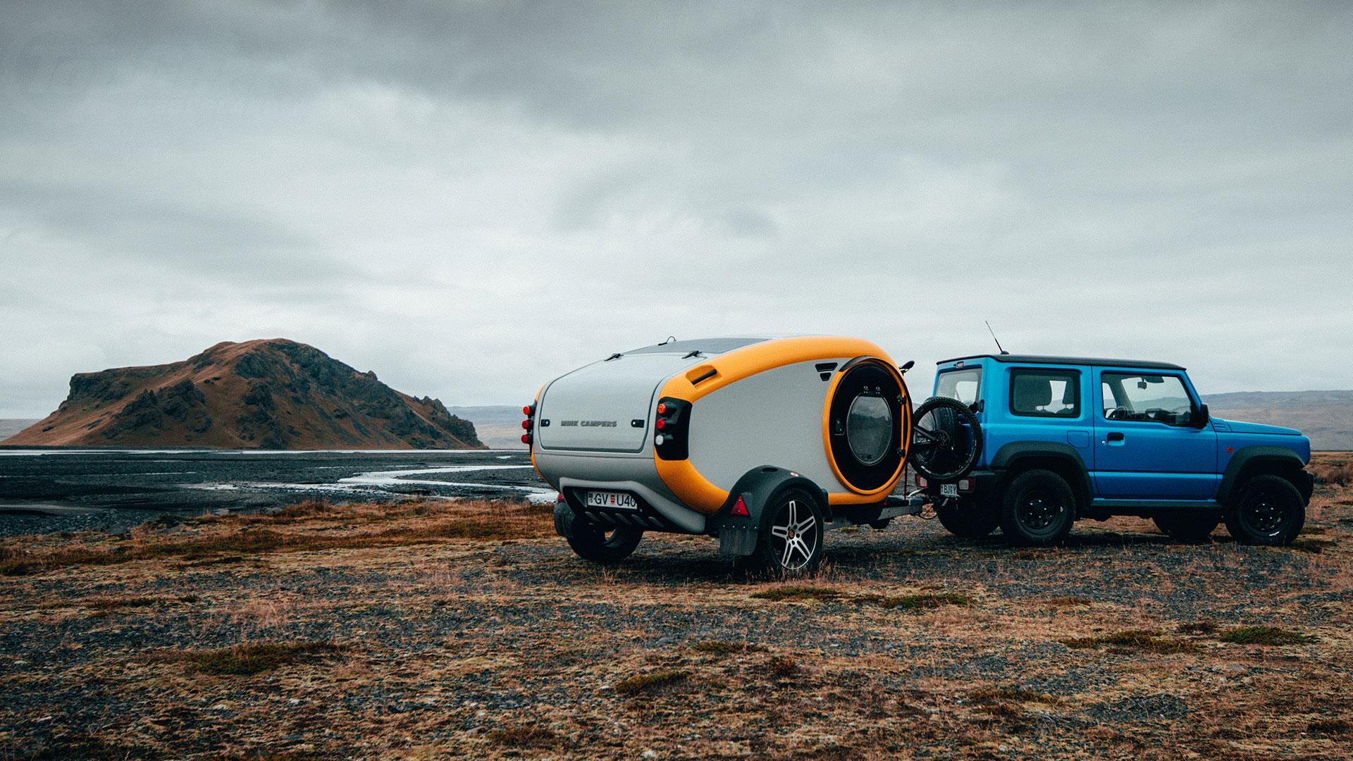 Mink minicaravan achter Suzuki Jimny
