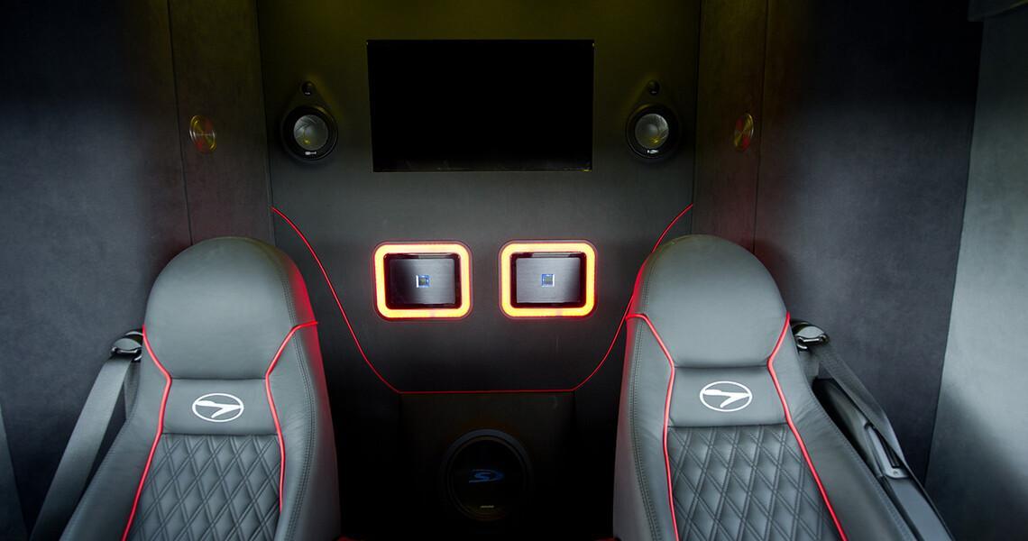 Most Futuria Sport+pa met Dodge Viper