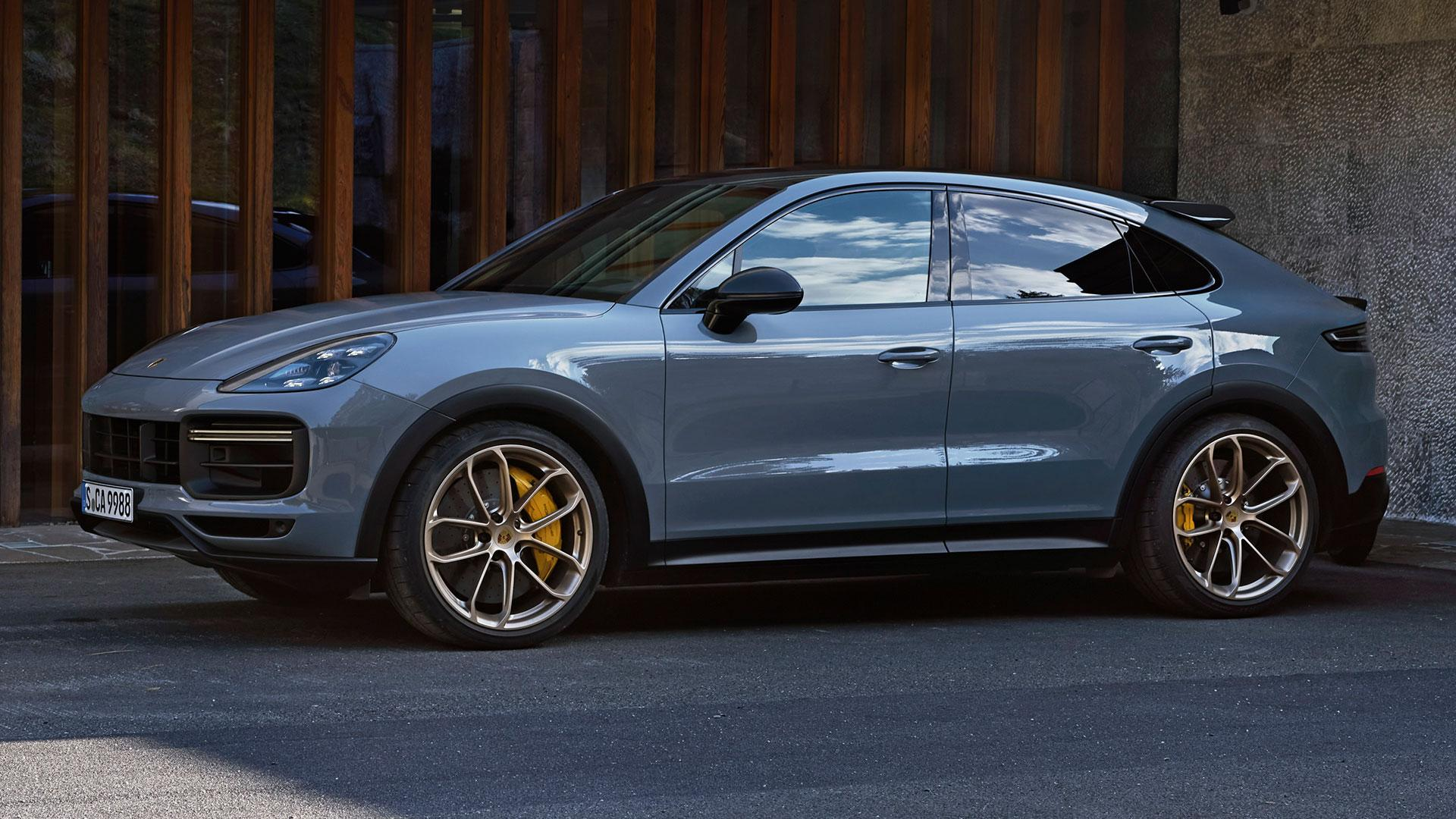 Zijkant Porsche Cayenne Turbo GT