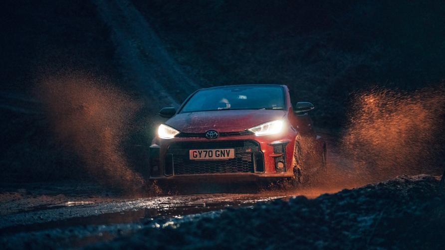 Door de modder met de Toyota GR Yaris
