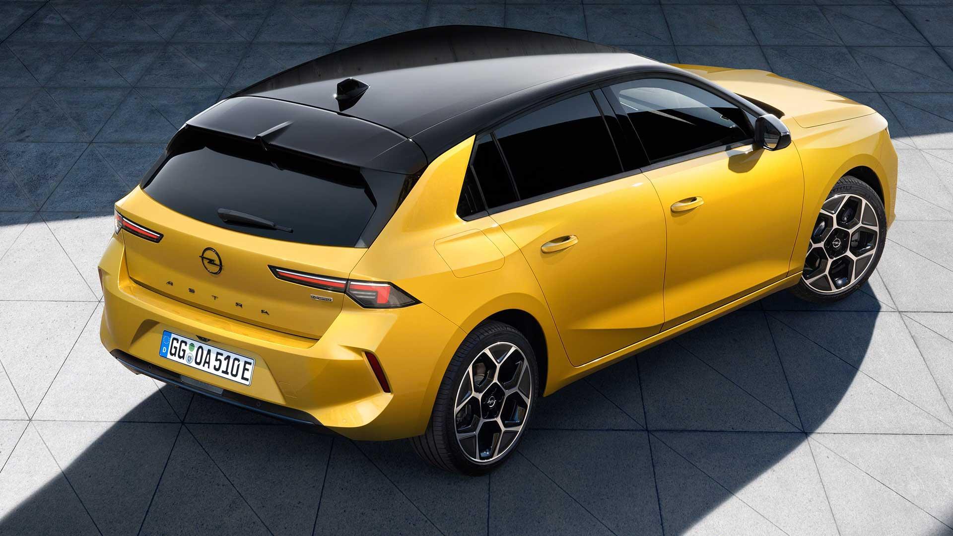 Achterkant Opel Astra (2021) (geel)