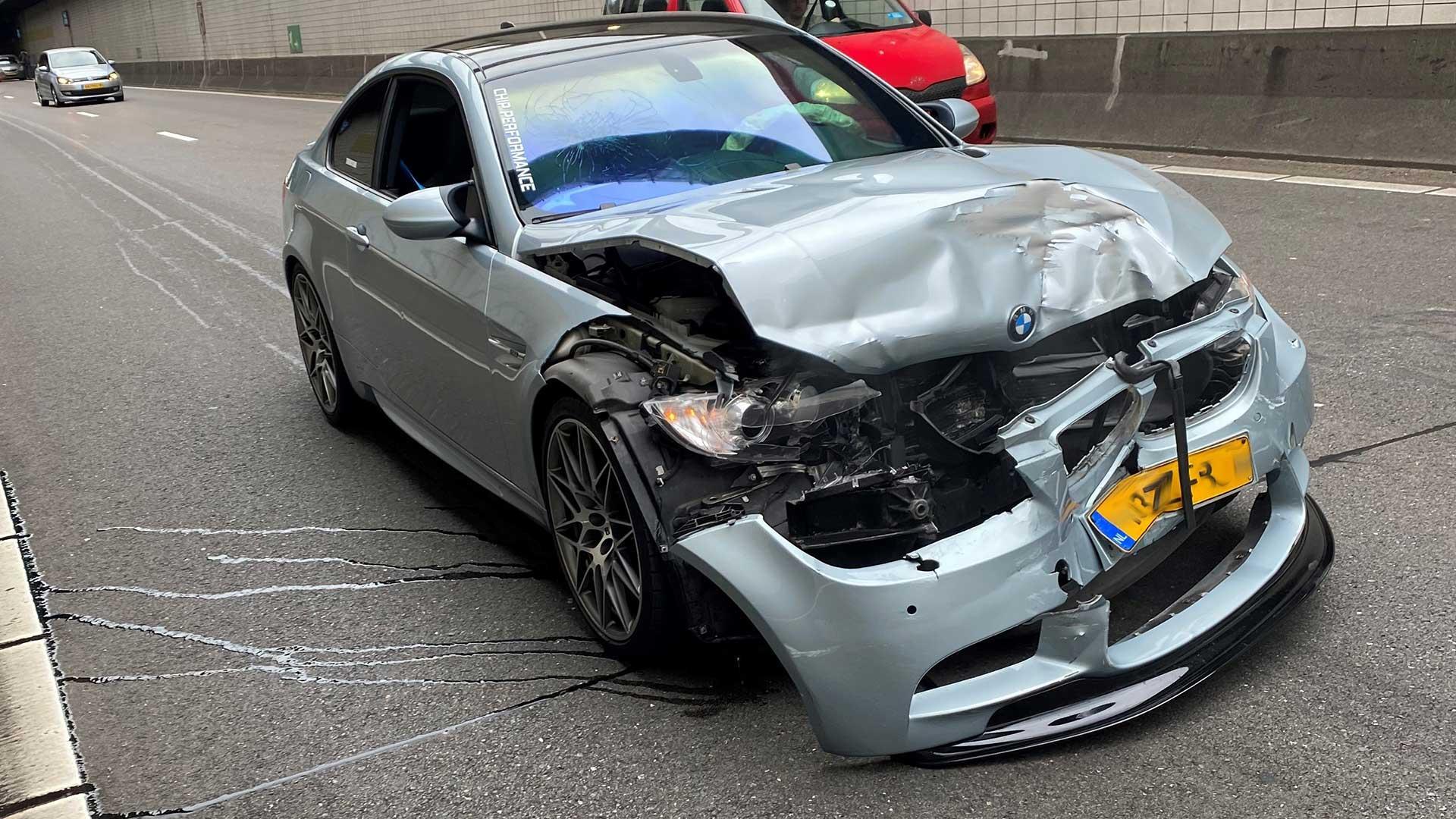 BMW M3 (E92 V8) in de Beneluxtunnel
