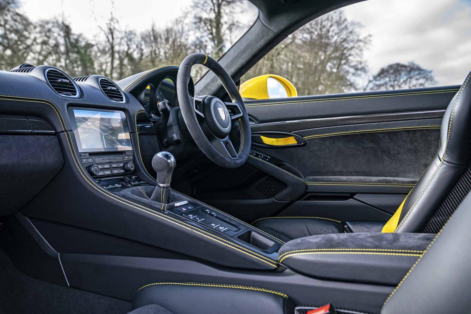 Porsche Cayman 718 GT4 4.0 interieur