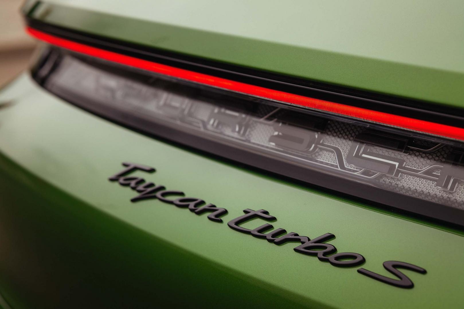 Remlicht Porsche Taycan Turbo S Cross Turismo