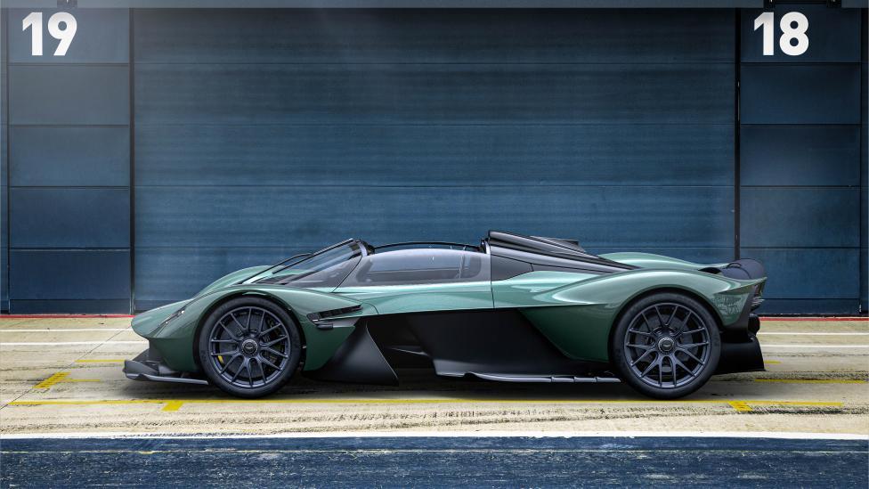 Zijkant Aston Martin Valkyrie Spider