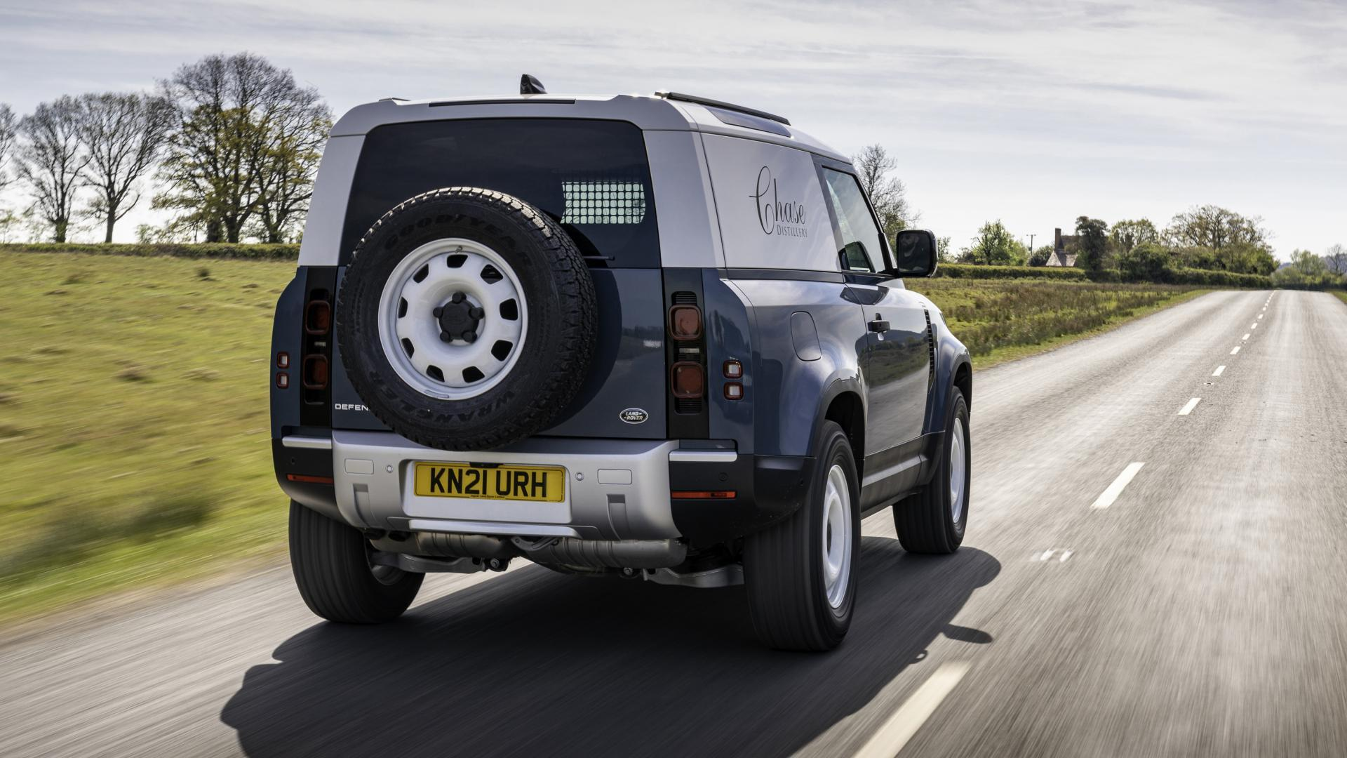 Achterkant Land Rover Defender 90 Commercial (grijs kenteken)