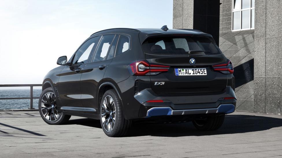 Achterkant BMW iX3 (2021) Facelift