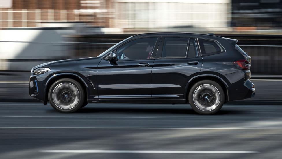 Zijkant BMW iX3 (2021) Facelift