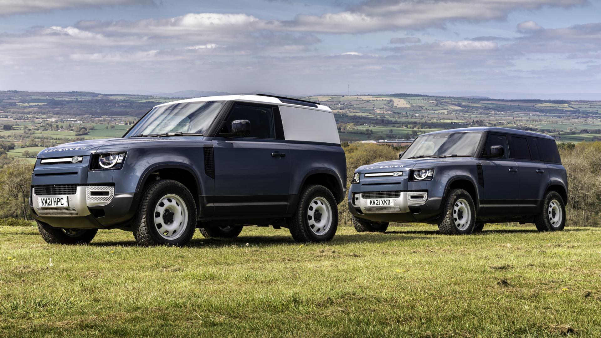 Twee Land Rover Defender 90 Commercial (grijs kenteken)