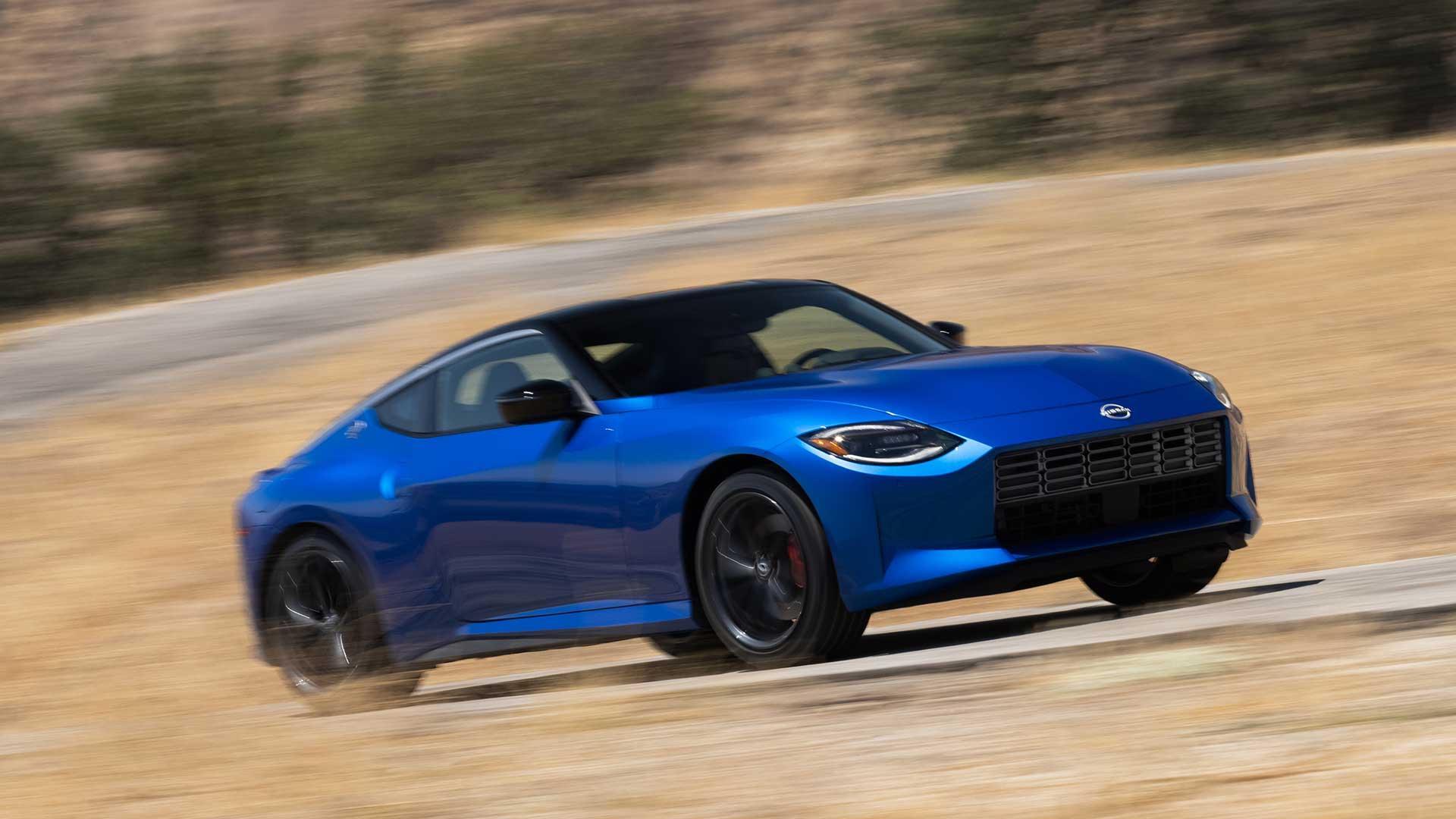 Nissan Z (blauw) door de bochten