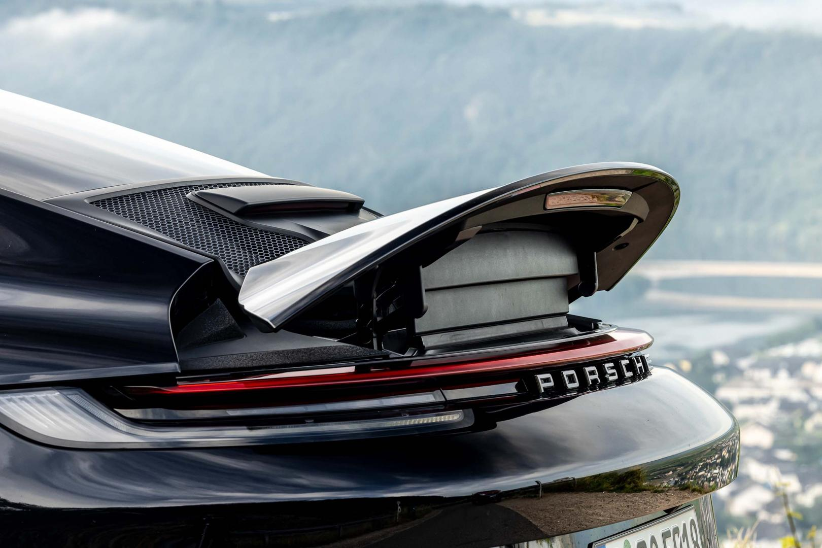 Actieve achterspoiler Porsche 911 GT3 Touring (992, 2021)