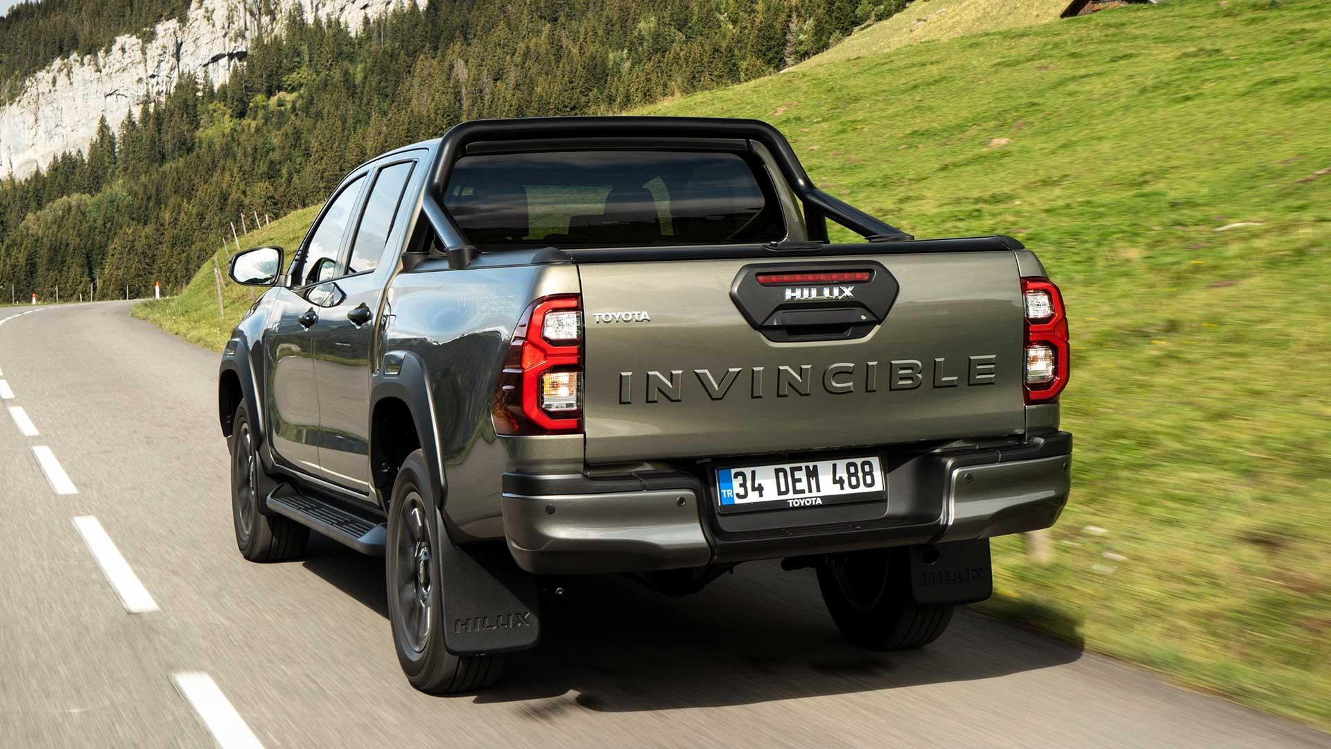 Achterkant Toyota Hilux Invincible