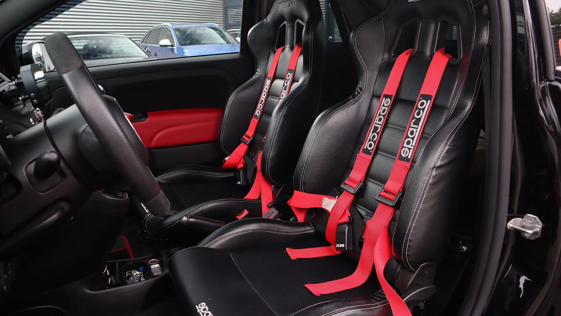 Gordels Fiat 500 Abarth met 500 pk