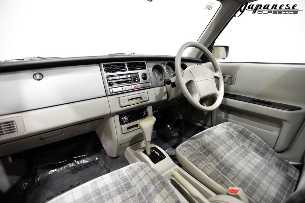 Interieur Nissan Rasheen (Hummer ombouw)