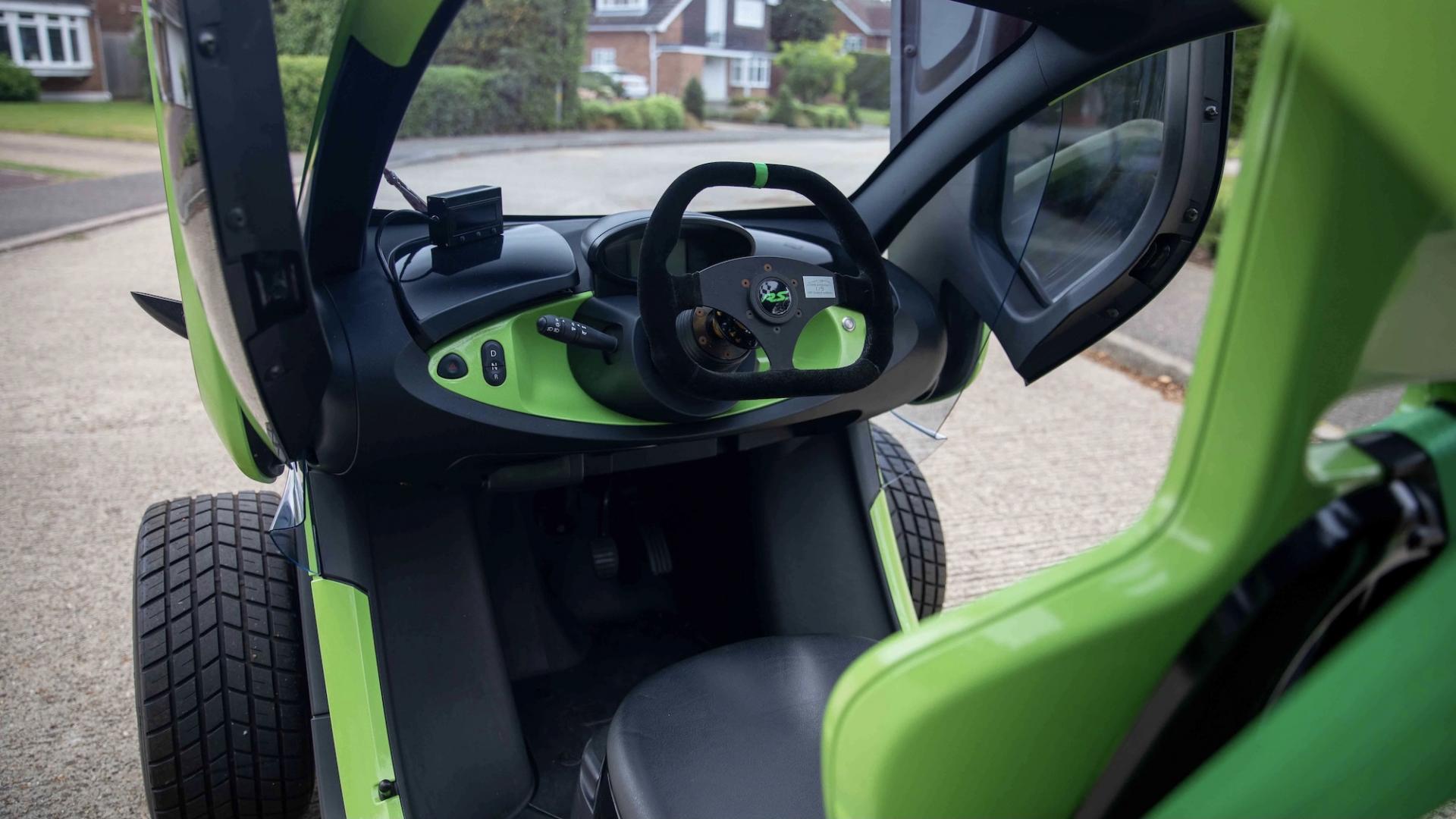 Renault Twizy RS F1 replica door Oakley Design