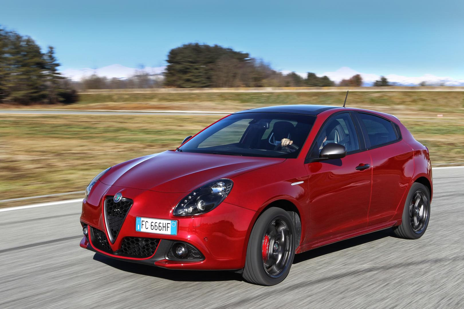 alfa romeo giulietta opgefrist topgear. Black Bedroom Furniture Sets. Home Design Ideas