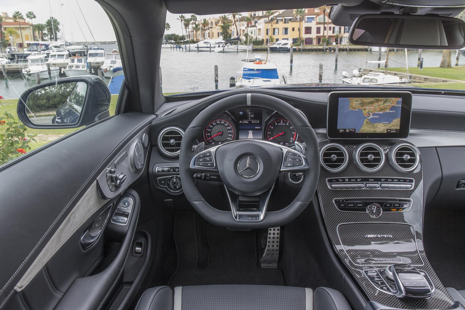Mercedes-AMG C 63 S Coupé interieur (2015)