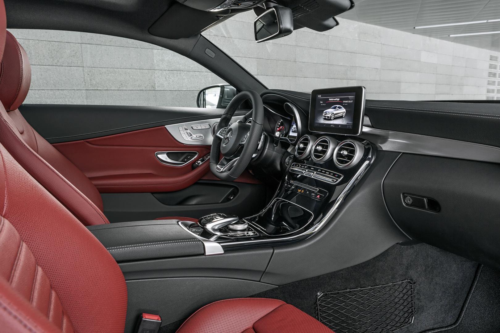 Mercedes C300 Coupé AMG Line interieur (2016)
