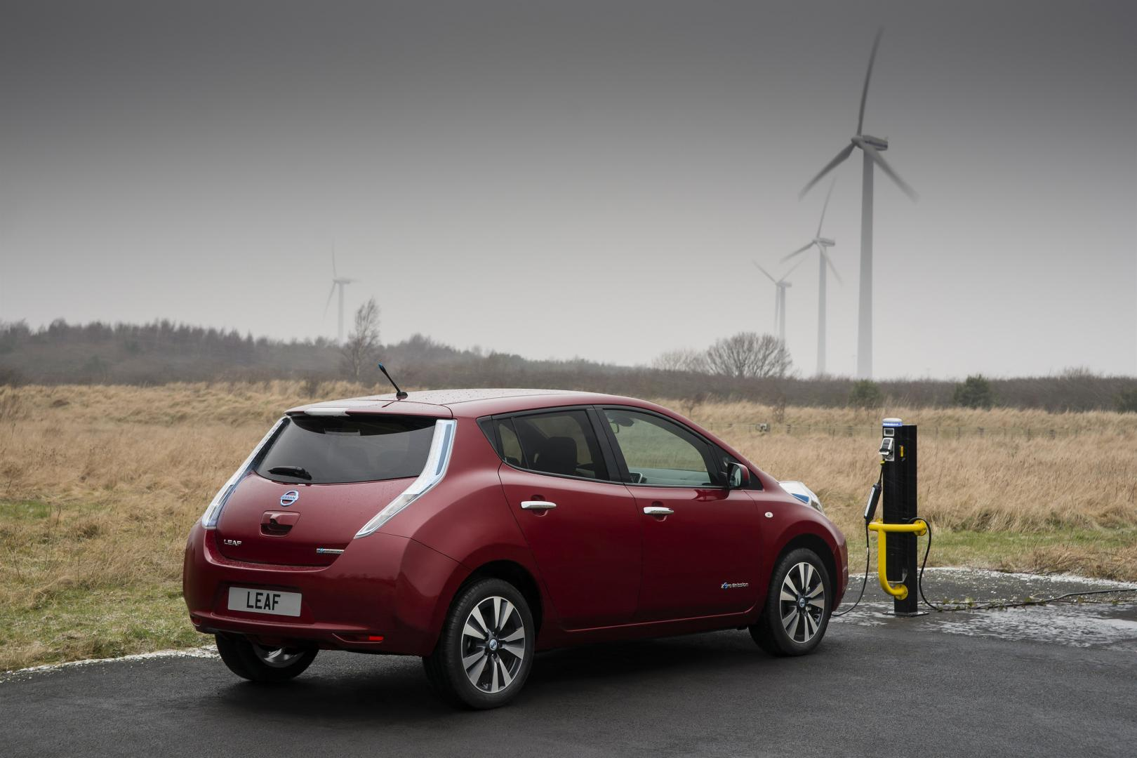 nissan leaf tekna 30 kwh 2016 test en specificaties topgear. Black Bedroom Furniture Sets. Home Design Ideas