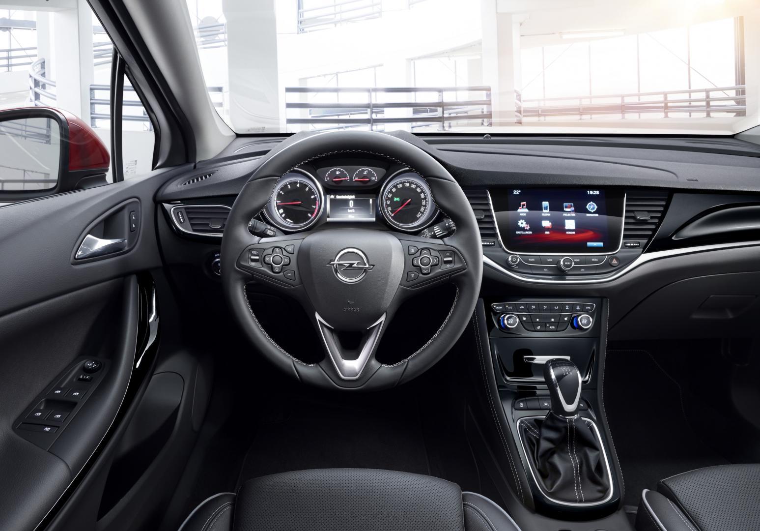 Opel astra 1e rij indruk topgear for Interior opel corsa 2017