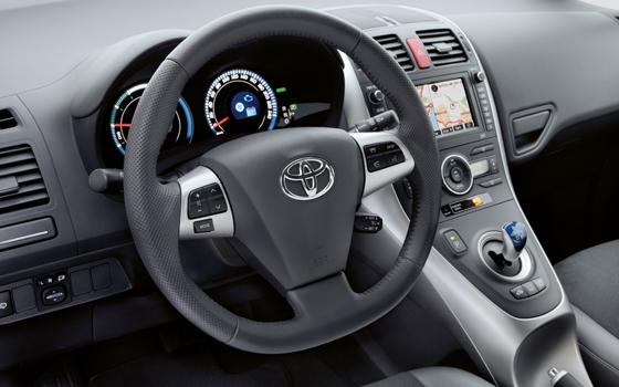 autotest toyota auris 1 8 hybrid synergy drive aspiration topgear. Black Bedroom Furniture Sets. Home Design Ideas