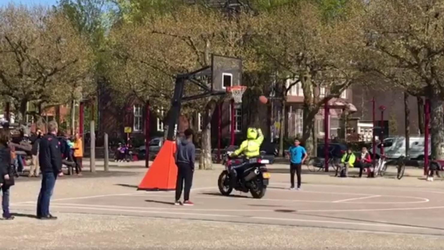 Basketballen met een motoragent