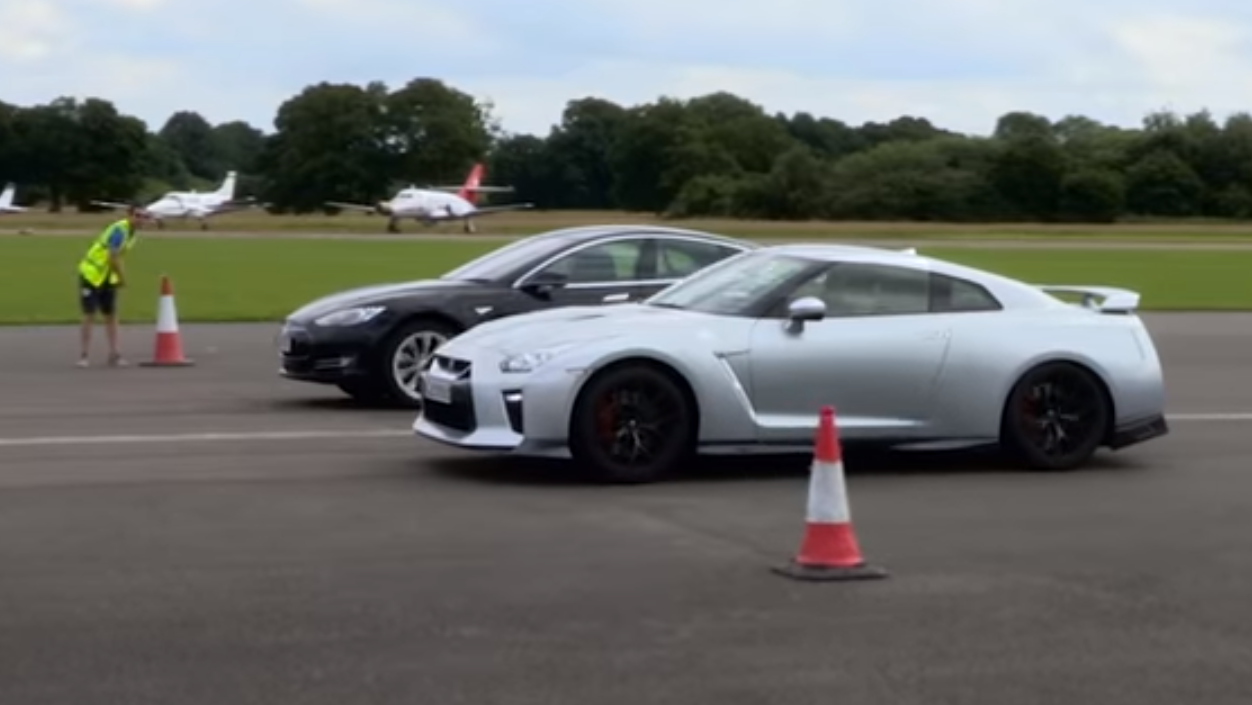 Tesla Model S P90D vs Nissan GT-R