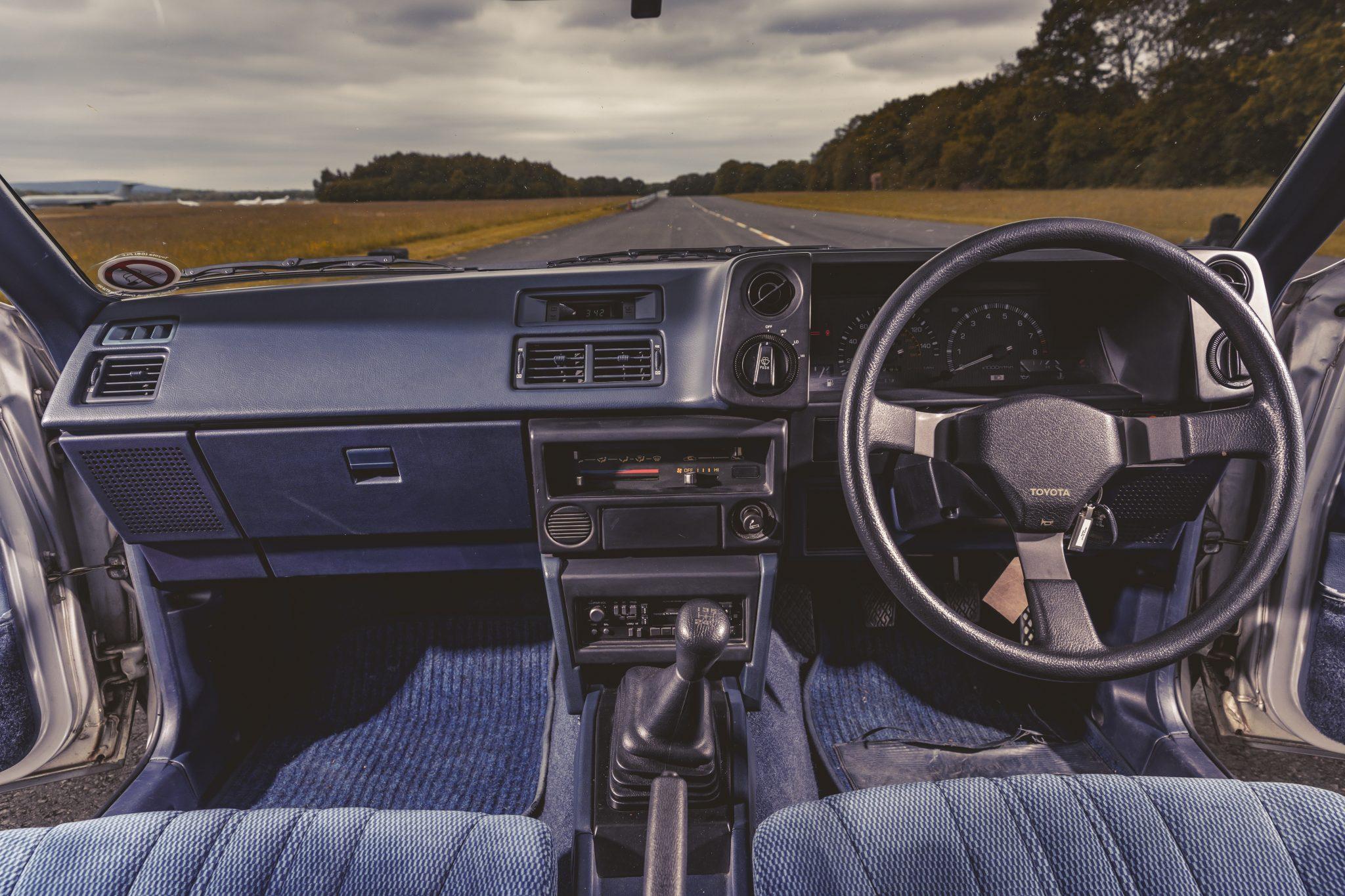Toyota AE86 1983 interieur