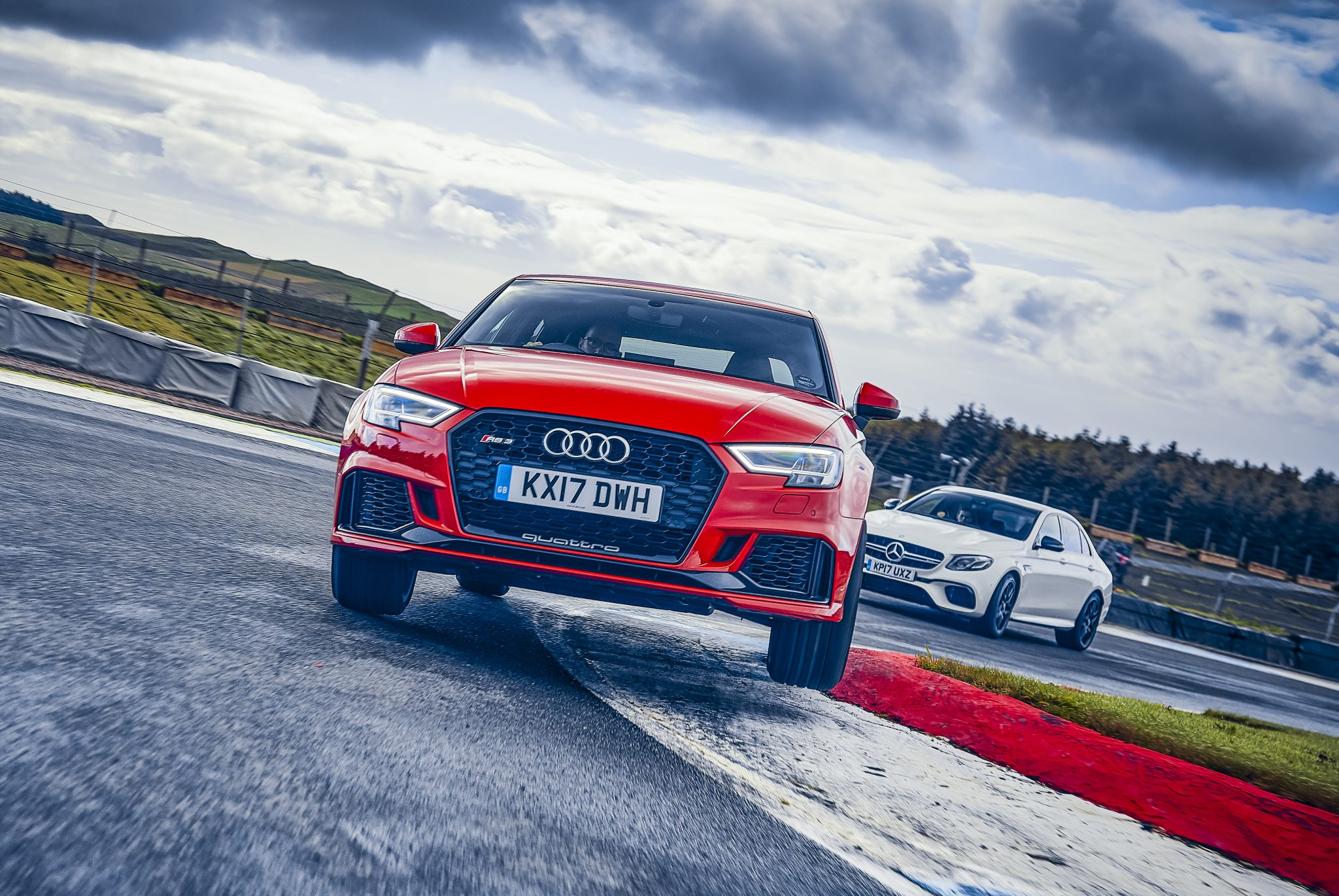 Audi RS 3 limousine circuit curbstone