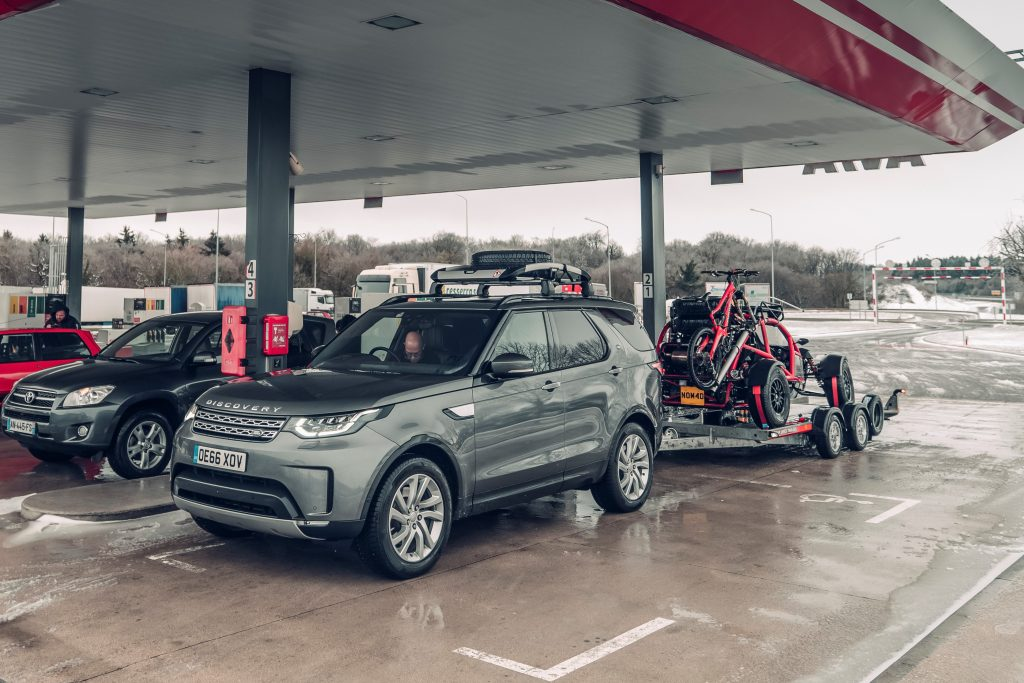 Land Rover Discovery en Ariel Nomad (2018)