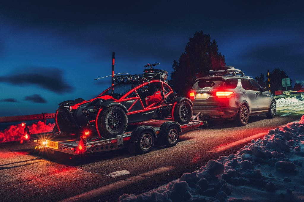 Ariel Nomad en Land Rover Discovery (2018)