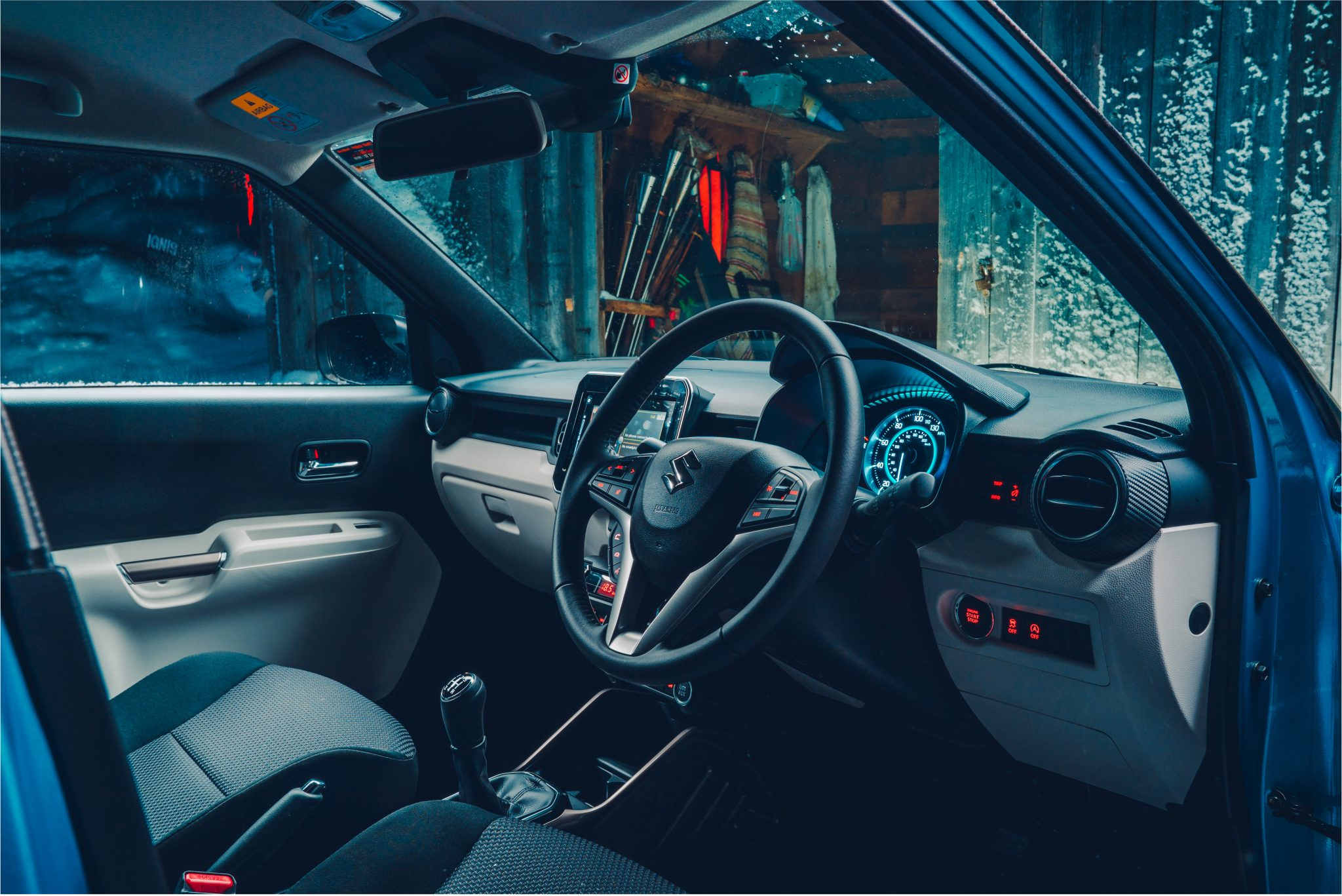 Range Rover Sport SVR vs Suzuki Ignis