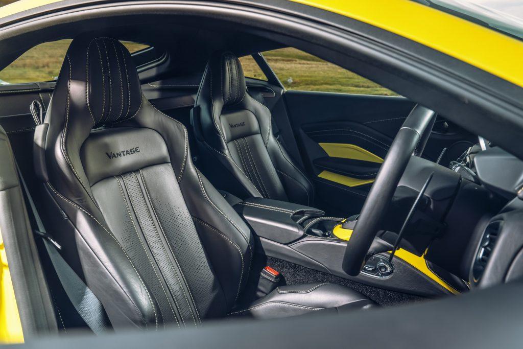 Aston Martin Vantage stoelen