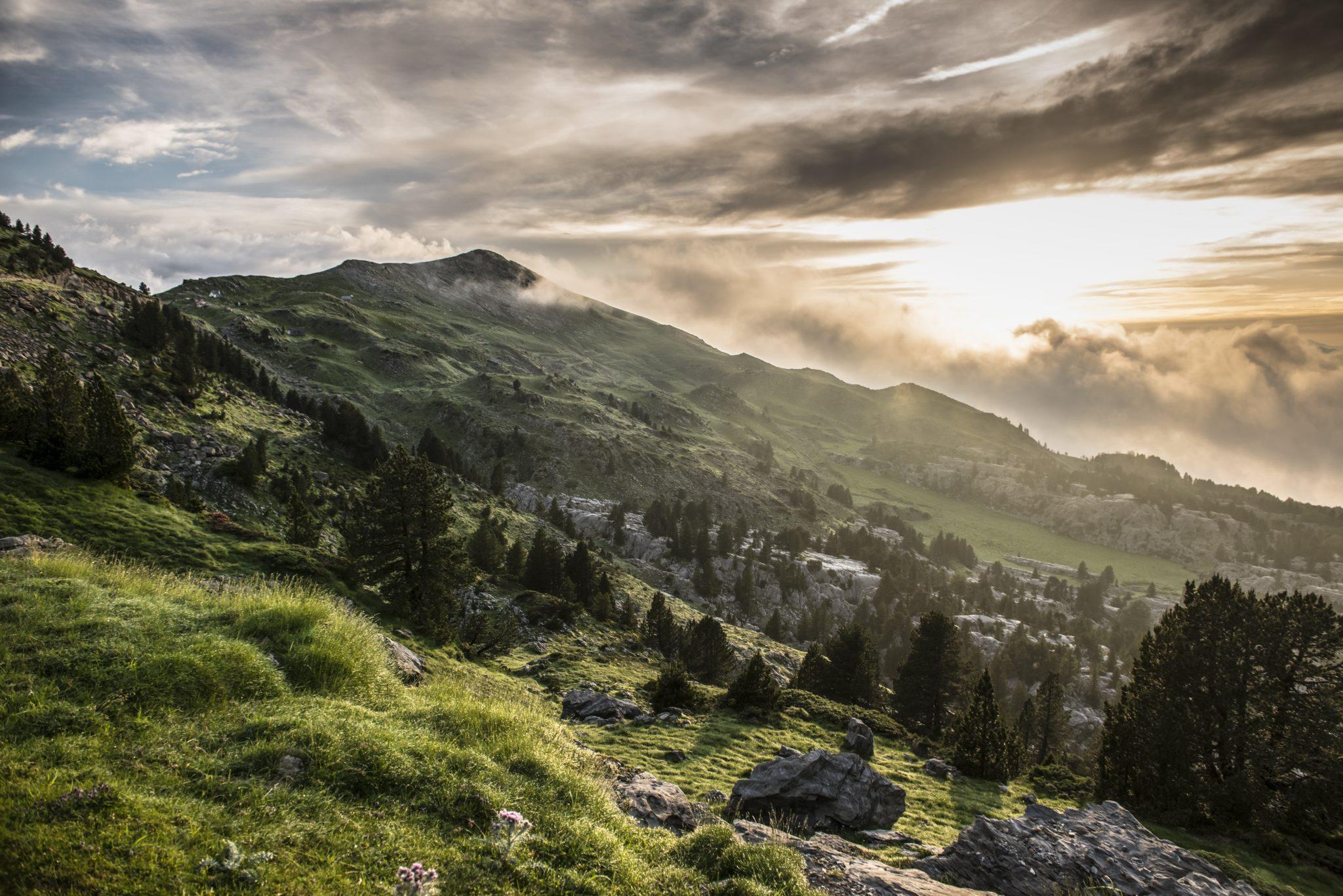 uitzicht bergen wolken mist