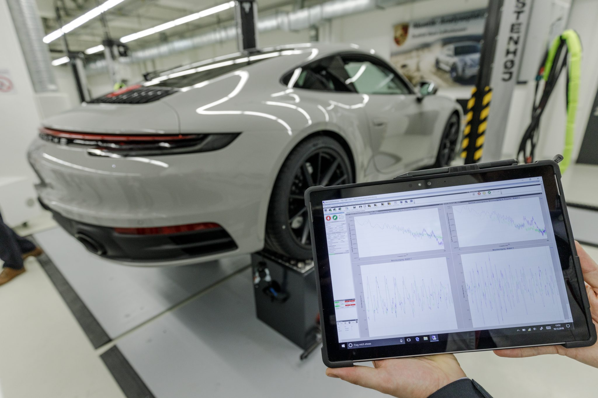 Porsche 911 992 tablet