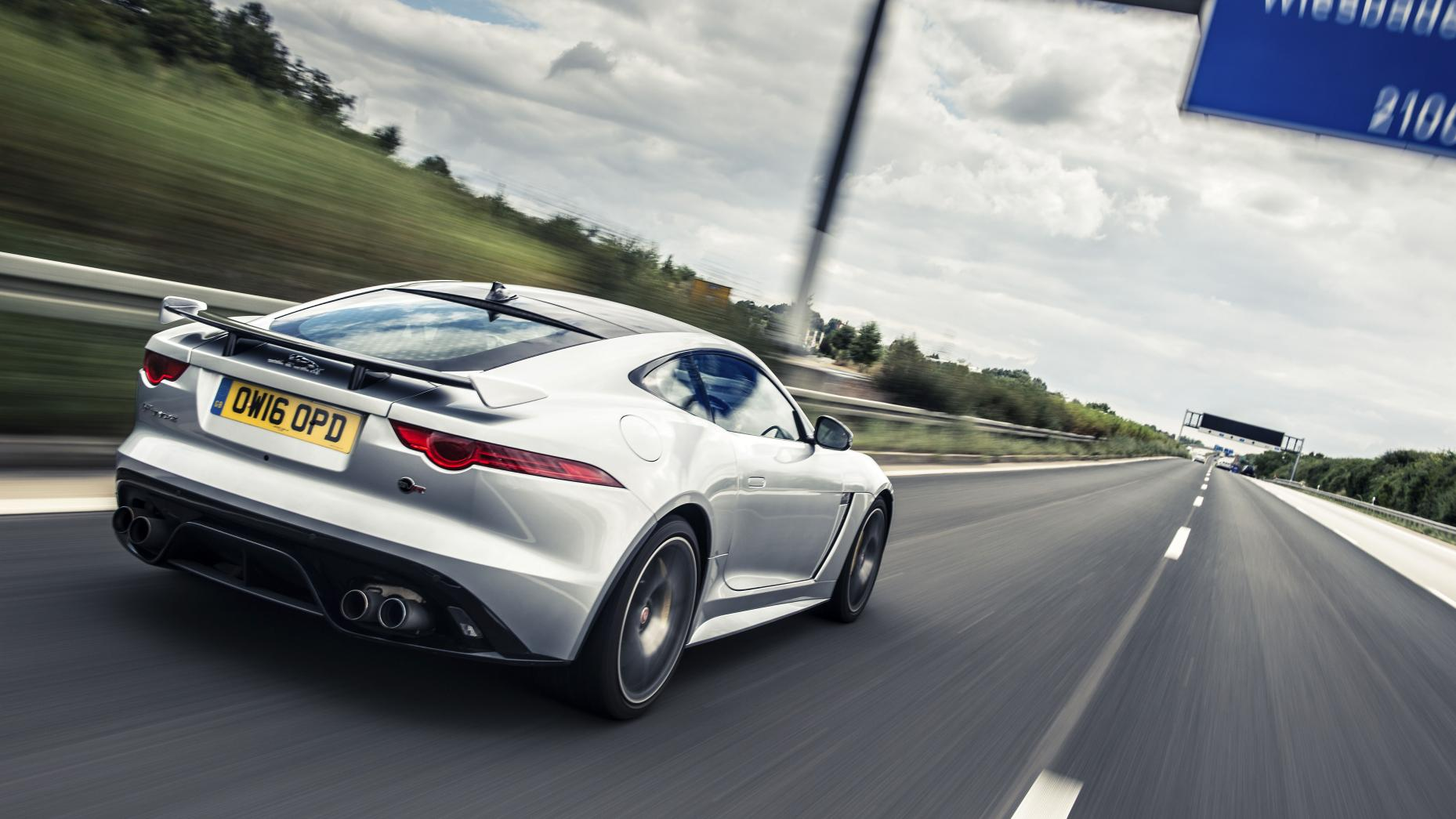 Jaguar F-Type SVR op Autobahn