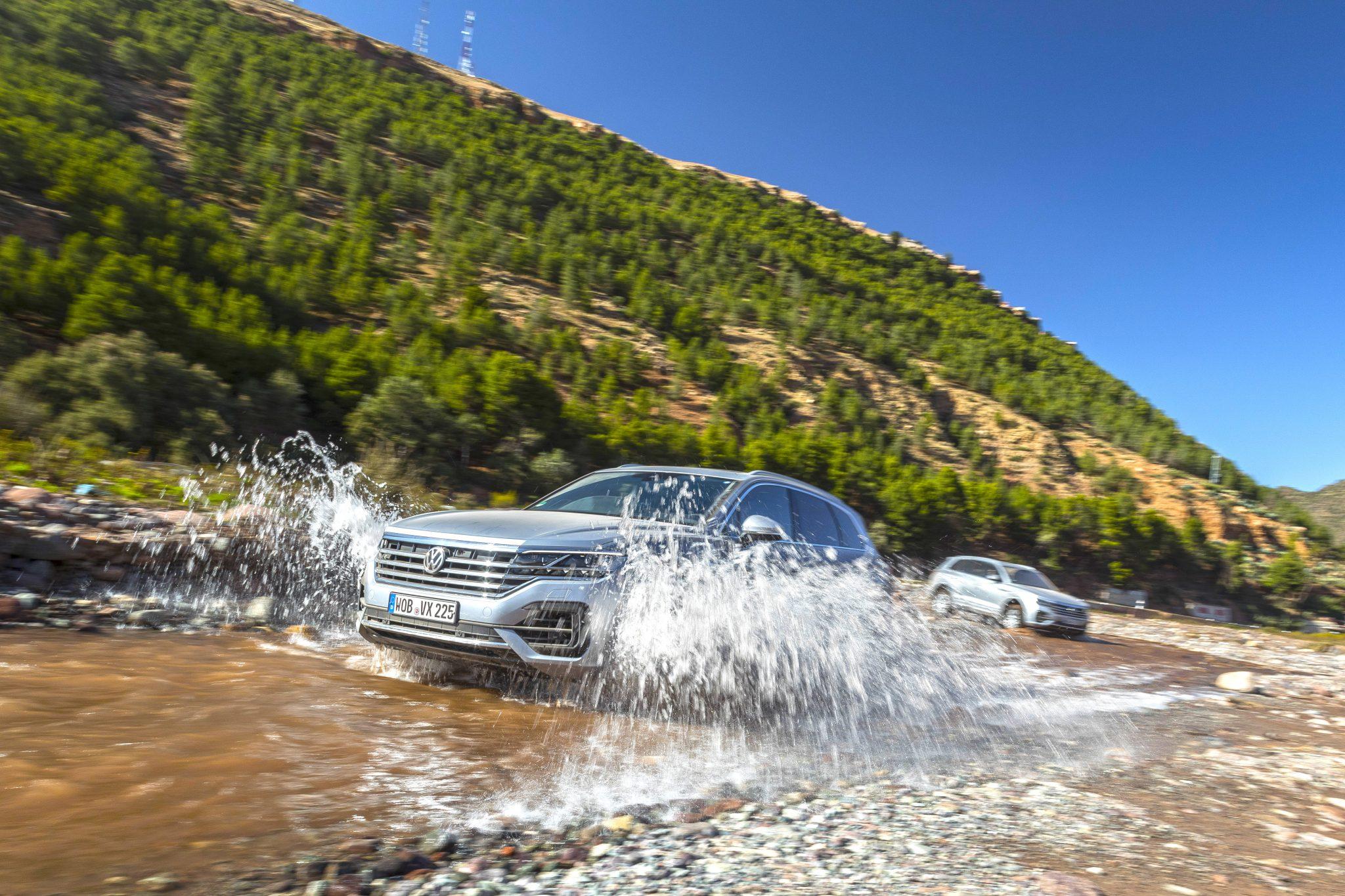 Volkswagen Touareg door de rivier