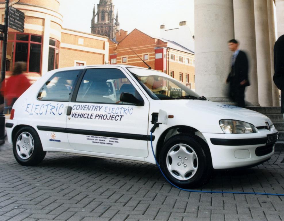 Peugeot 106 Electrique in Engeland