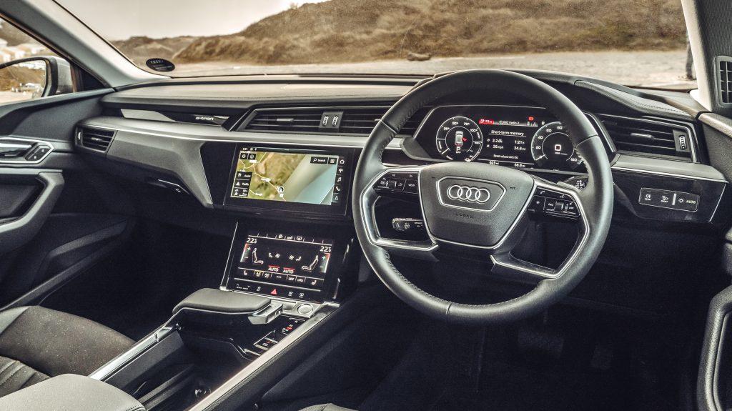 Audi e-tron 55 quattro interieur dashboard - Elektrische gezinsautos