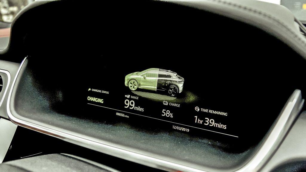 Jaguar I-Pace EV400 interieur scherm - Elektrische gezinsautos