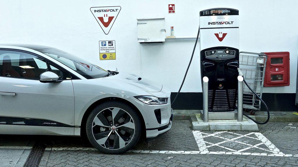 Jaguar I-Pace EV400 laden - Elektrische gezinsautos