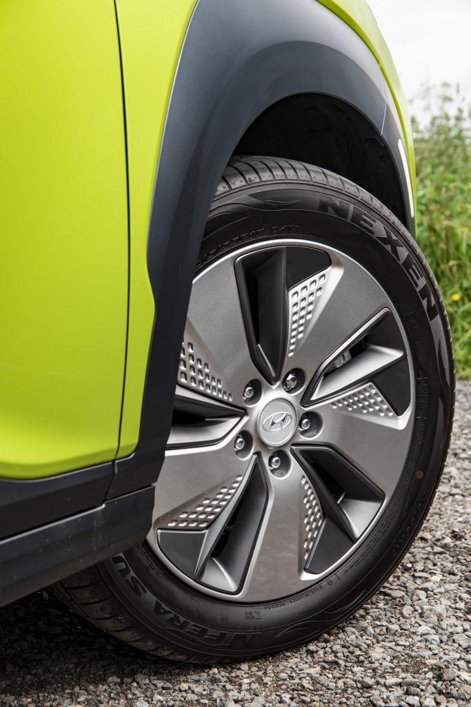 Hyundai Kona Electric Premium detail wiel